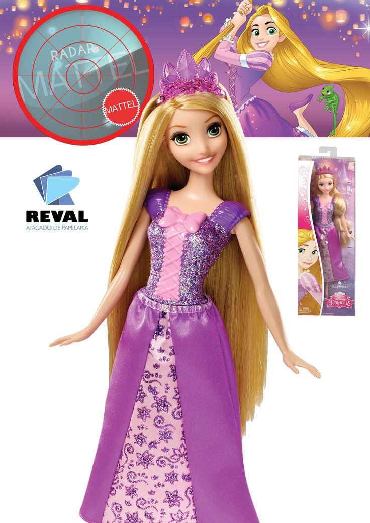 A amável princesa Rapunzel, da animação Enrolados da Disney, encanta a todos com suas roupas roxas brilhantes da cabeça aos pés, e sua saia com silhueta única que representa sua personalidade. Ela usa uma coroa com glitter sobre suas longas mechas loiras, um corpete brilhante com laço, saia floral com camadas e lindos sapatos roxos. Peça pelo código Reval 56844 (ref. Mattel: CFF68) pelo 0800-701-1811 ou pelos representantes de vendas de sua região e ótimas vendas! #Reval #Mattel #RadarMattel
