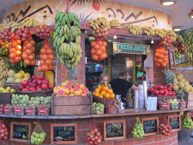 Not only a favorite place but also a favorite  drink ... fresh fruit market in Tel Aviv, Israel