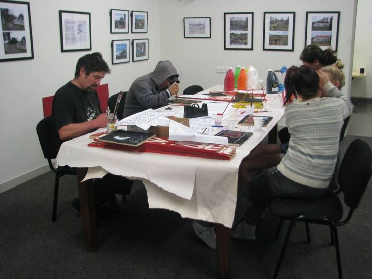 One of our recent events was about design; Educator Rob Groat started by examining our Maori carvings with the participants.
