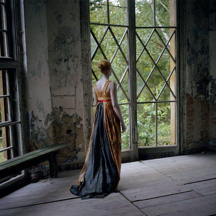 La couture est à l'honneur : l'artiste Hélène Rigny y présente sa vision créative.