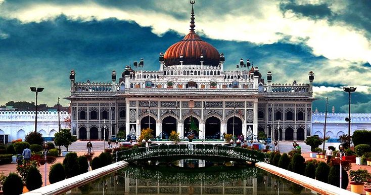 A golden dome and fine calligraphy on the exterior of the building makes it a truly exceptional monument of Mughal architecture.The Chhota Imambara also known as Hussainabad Imambara stands to the west of Bara Imambara and was built by Nawab Muhammad Ali Shah (1837-42).