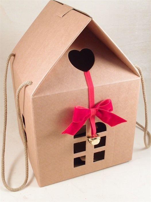 idee creative pacchi regalo, incarti panettoni, confezioni uova Pasqua