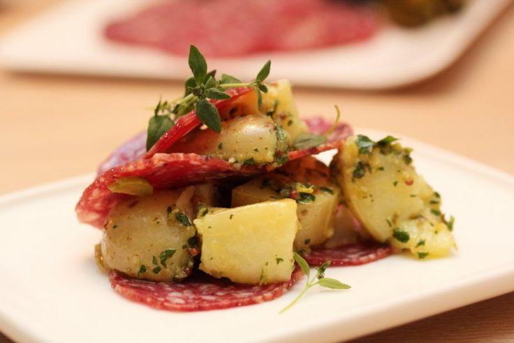 Speket kjøtt er tradisjonell, enkel og god mat. Spekemat kan gjerne spises på en travel hverdag, men hører også med på en norsk festbuffet eller når du skal servere norsk fingermat. Dagens velsmakende…