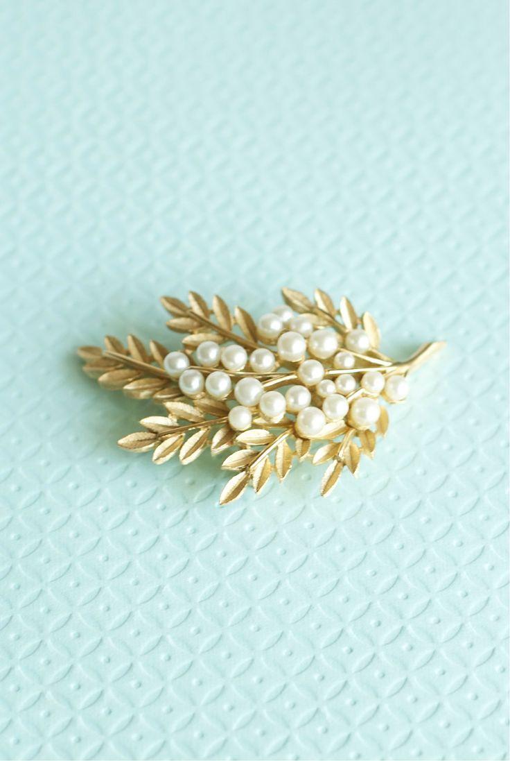 Trifari Pearl Brooch Leaf Gold Tone Wedding Bridal Jewelry