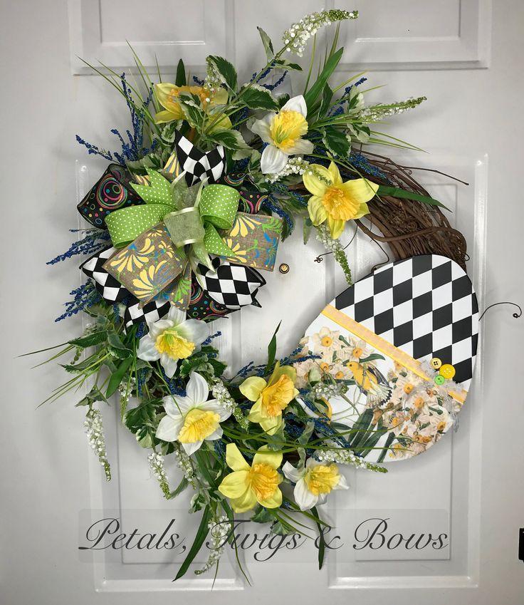 Daffodil wreath, Easter wreath, spring wreath, spring front door wreath, spring decor, Easter decor, Easter egg, spring, Easter, best wreath by PetalsTwigsandBows on Etsy