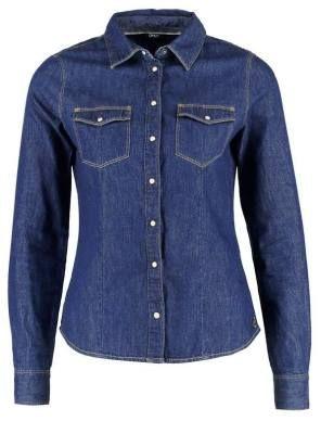 Only Onlrock Camisa Dark Blue Denim Las Camisas De Mujer Las camisas de mujer forman parte del estilo de mujeres que han marcado la historia, donde destacan actrices, cantantes y también, el estilo propio de las mujeres francesas.