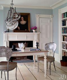 Как оформить камин в столовой, кабинете и на улице: 15 идей