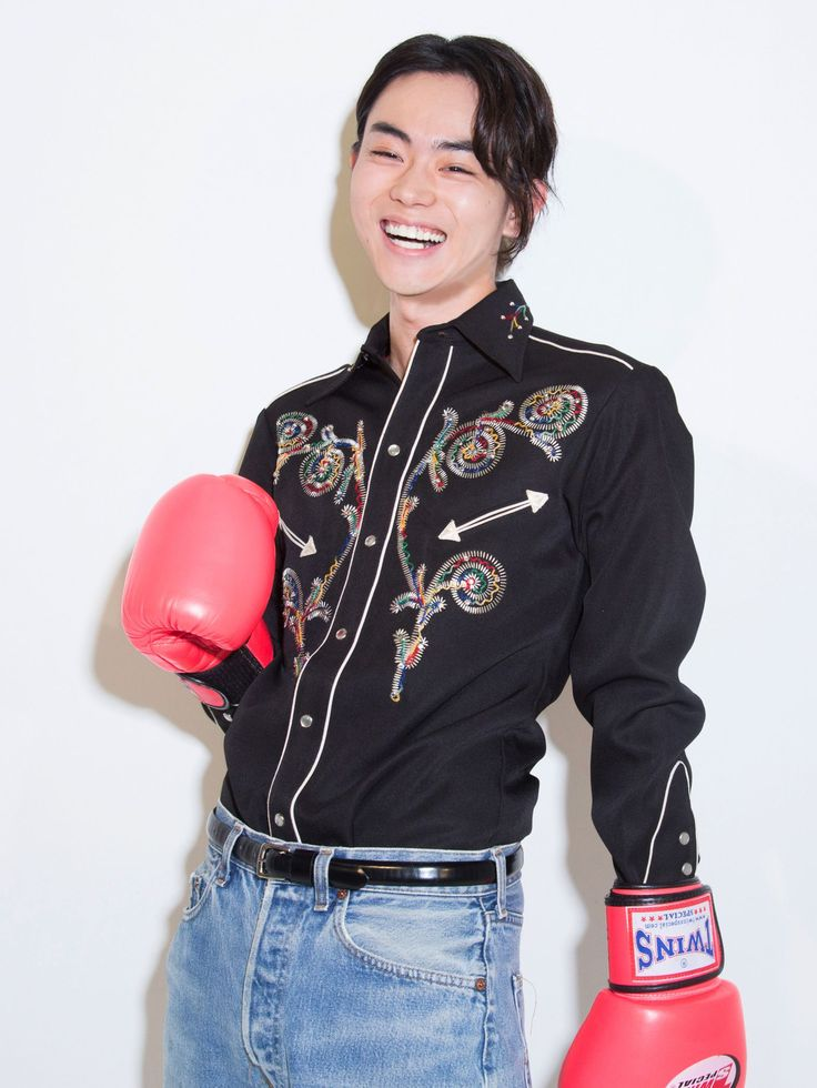 今一番クールな俳優の一人・菅田将暉に、映画『あゝ荒野』の舞台裏をインタビュー。今作品の見所や、役を通して感じたこと、将来の目標まで気になることをクエスチョン!