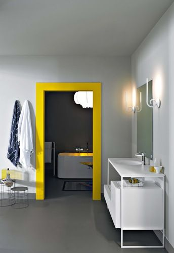Un cadre de porte jaune - happy ! #yellow #doorway