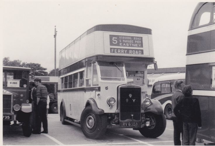 Alle Größen | Trans-Pennine Rally 1976 - ex-Portsmouth Leyland TD4, fleet no. 5, at Harry Ramsden's, White Cross, Guiseley | Flickr - Fotosharing!
