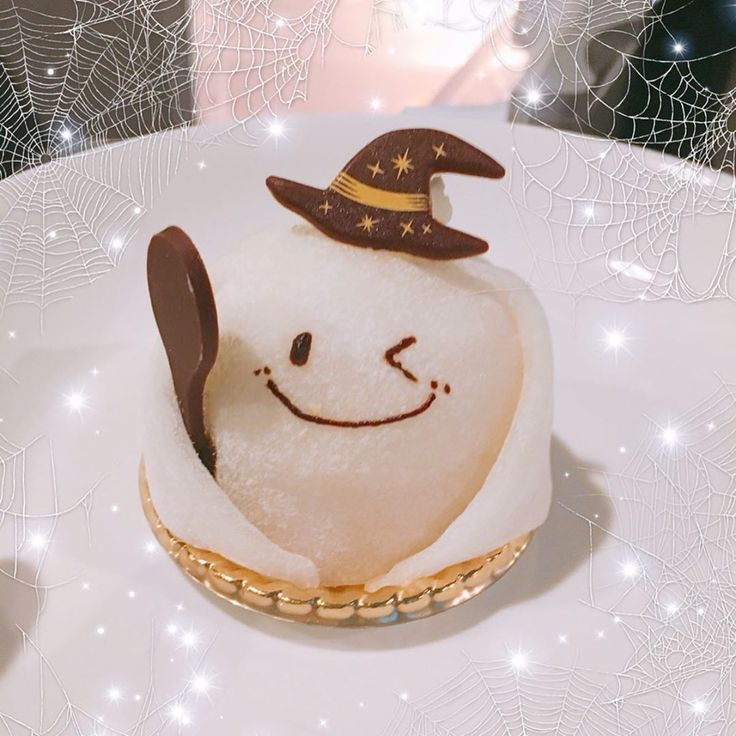 Look how cute this little ghost cake is !! 🎃 . …