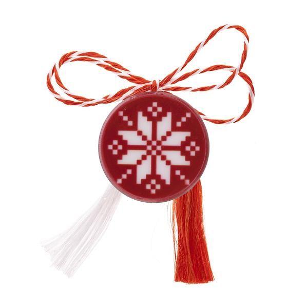 Broșă mărțișor pin roșie cu floare albă brodată