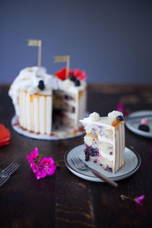 slice of earl grey blackberry cake - RECIPE via coco cake land