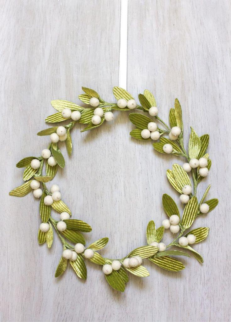 DIY Mistletoe Wreath   Urban Comfort