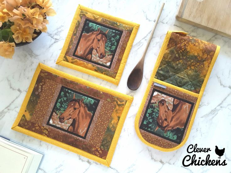 Potholder / Double Oven Mitt / Oven Glove and Hot Pad - Kitchen Set - Horse Decor, Mum Gift under 50, Horse Lover Gift, Housewarming Gift by CleverChickens on Etsy