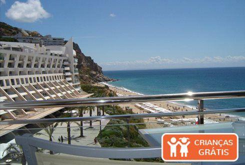 Praia, sol, mar e uma janela aberta para um cenário idílico. No Sesimbra Hotel & Spa, mesmo em frente à praia, 7 noites com pequeno-almoço + piscina interior de relaxamento, sauna, banho turco, duche tropical, duche suíço e ginásio desde 819€ para 2 pessoas. - Descontos Lifecooler