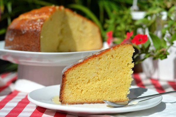 Бисквит «Нежность»   Бисквиты — это европейский вид тортов. Пропитанные простым сиропом или ароматизаторами, они восхитительные.  Текстура этого бисквита получается нежная и очень воздушная. Так как бисквит очень хорошо поднимается, он чудесно подойдёт и как основа для любых бисквитных тортов.