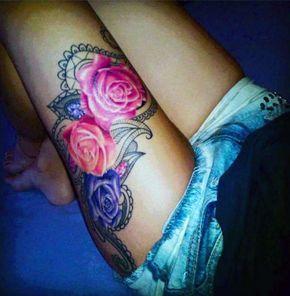 tatuaże damskie na udzie róże