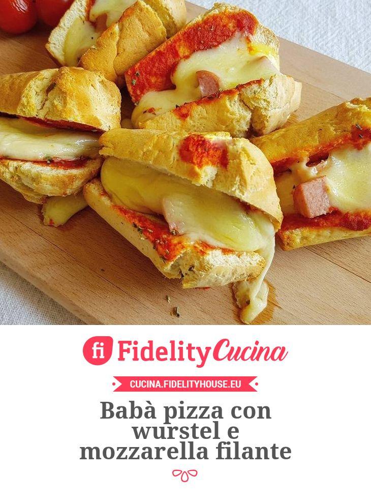 Babà pizza con wurstel e mozzarella filante