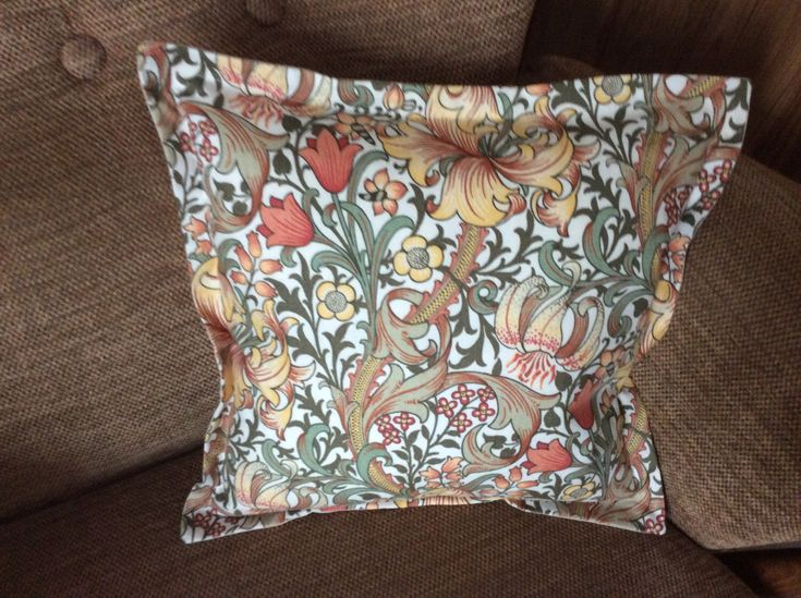 William Morris cushion cover, vintage fabric, handmade cushion cover, vintage living, beautiful cushion cover by sewandsowvintage on Etsy https://www.etsy.com/uk/listing/502048727/william-morris-cushion-cover-vintage