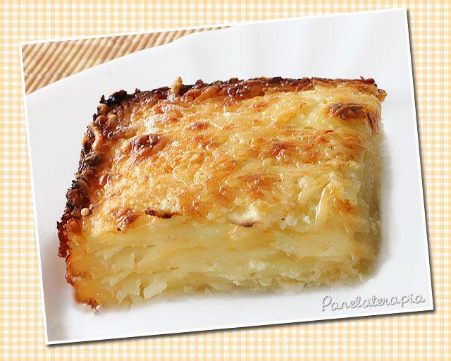 Eu comi algo parecido no Chile (veja aqui) e encanei de fazer em casa. O sabor ficou bem parecido, a aparência nem tanto. Eu acho que a receita original (do Chile) foi feita em forma de bolo inglês…
