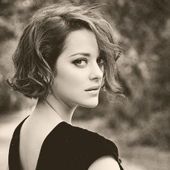 love this wavy short hair style...one of these days...