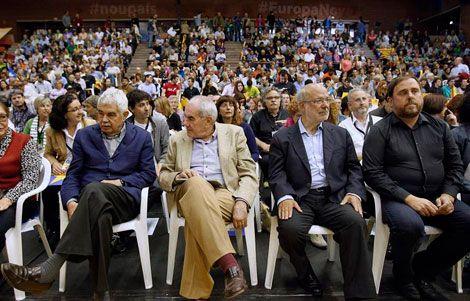 Cop d'efecte d'ERC: irromp Pasqual Maragall - El Singular Digital, 18/05/2014. I, de sobte, quan la campanya electoral semblava apagar-se, ha irromput Pasqual Maragall. ERC s'ha tret aquest migdia un poderós as de la màniga amb l'aparició de l'expresident de la Generalitat al seu míting central a Barcelona. No ha obert la boca el carismàtic polític, ja retirat i malalt d'alzheimer, però no li calia. La seva sola presència, assegut a primera fila, ho deia tot.