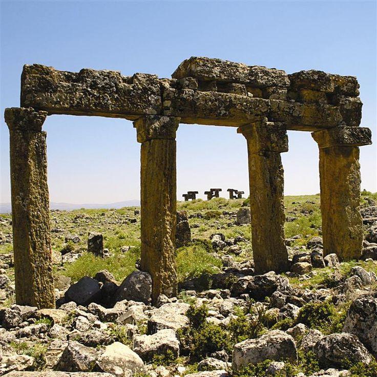 Blaundus antik kenti/Uşak/// Ulubey İlçesi, Sülümenli Köyü'ndeki Antik Blaundus Kenti; Helenistik Çağ'da derin vadilerle çevrili bir yarımada üzerine kurulmuştur.