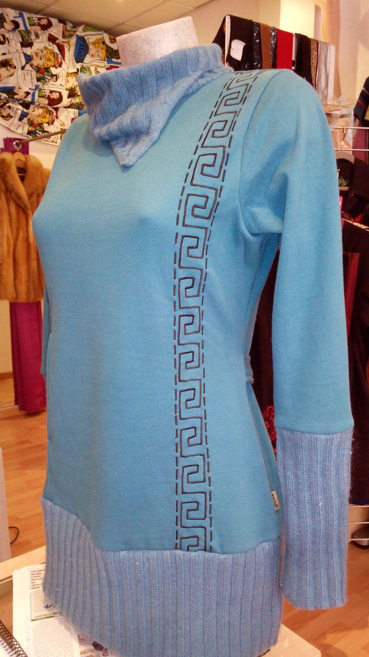 Jersey 100% algodón Dos bolsillos Cuello. mangas y bajos de canalé Talla L 22 €