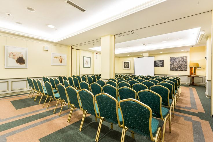 Hotel posiada dwie sale konferencyjne, które mogą pomieścić do 80 osób