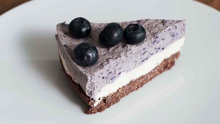 Veganer Cheesecake mit ➤ Blaubeeren ➤ Cashews ➤ Kakao ➤ Kokos: Ein Rezept für ✚Schleckermäuler✚ Wir können gar nicht genug Cheesecake bekommen.