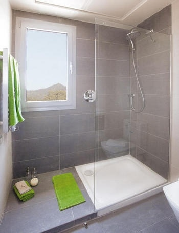 shower with room for drying