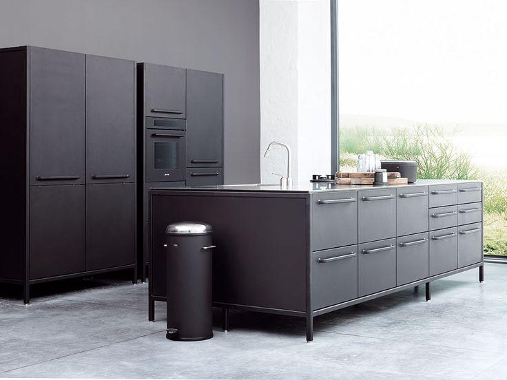 Vipp Küche in schwarz, Schrägaufnahme