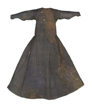 Tunic of Dona Teresa Gil, from 1307 is located in Museo del Traje, Madrid.(Museum of Costume)  Website: http://museodeltraje.mcu.es/index.jsp?lang=eng Blog: http://www.kostym.cz/Anglicky/1_Originaly/01_Goticke/I_01_105.htm