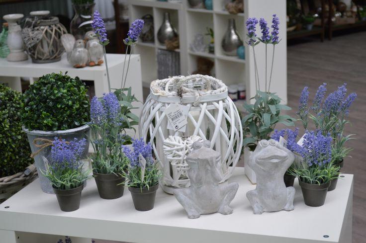 Sección decoración.  http://lessolaes.es/categoria-producto/elementos-de-decoracion/articulos-decoracion/