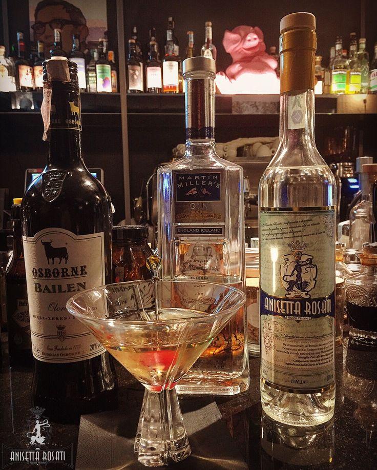"⚜""FOURGHETTI SEVENTY-ONE""  Ingredients: ~ Martin Miller's Gin (50 ml.); ~ Anisetta Rosati dal 1877 (10 ml.); ~ Osborne Bailen Oloroso Jerez-Sherry (10 ml.);  crafted by ""Salvatore Castiglione Mixologist"" Fourghetti ~ Bar-Bieri ~ Bologna.  #SalvatoreCastiglione #Mixologist #Fourghetti #Bologna #AnisettaRosati #BrunoBarbieriChef #BrunoBarbieri #AnisettaRosati1877 #RiservaLeoneXIII #cltdrinks  #AnisettaRosatiRiservaLeoneXIII #Anisetta #AscoliPiceno  #FourghettiBologna"