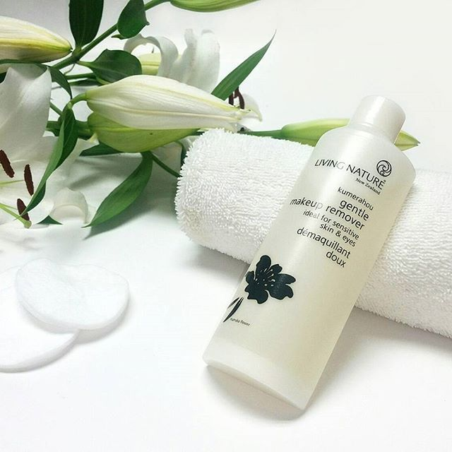 To avoid pimples and blackheads, don't sleep with your makeup on! Clean away the day's dirt, grime and pollutants that accumulate during the day using the Living Nature Makeup Remover.