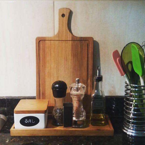 Bancada inspiração by @katherinnerib que dá dicas ótimas. #cozinha #kitchen #bancadacozinha #home #instahome #instadecor #organização #decorcozinha #portatemperos