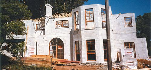 A photo of a home being constructed with autoclaved aerated concrete.