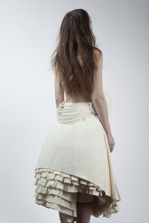 Sculptural Fashion - cream dress with tiered pleats & structured silhouette // Ph. Magdalena Kmiecik