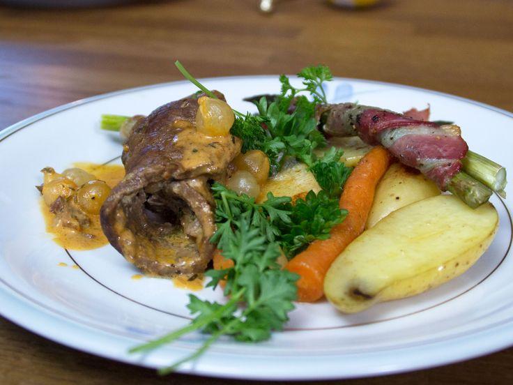 Oxrullader med rotfrukter och baconinlindad sparris | Recept från Köket.se
