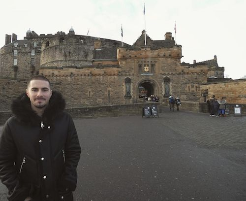 The clue before Christmas. Jamie Maclaren, who has transferred to #Hibernian FC on loan, at #Edinburgh Castle a few days before Christmas. 09.01.18