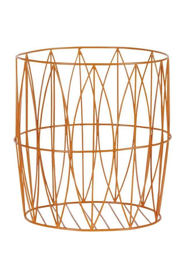 Förvaring. Orange korg i lackad metall, 33 centimeter hög, 229 kronor, Ellos.
