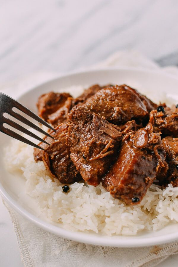 Pork Adobo recipe, by thewoksoflife.com #pork #adobo
