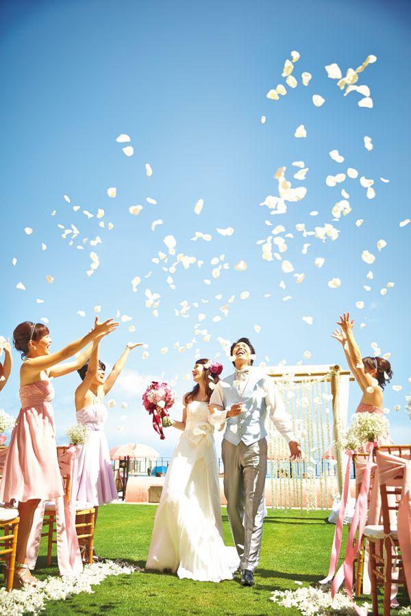 ハワイ挙式・海外挙式なら[クラシコウエディング]ロイヤルハワイアン・オーシャンローン Photo © WATABE WEDDING #ハワイ挙式 #ガーデンウェディング #ロイヤルハワイアン