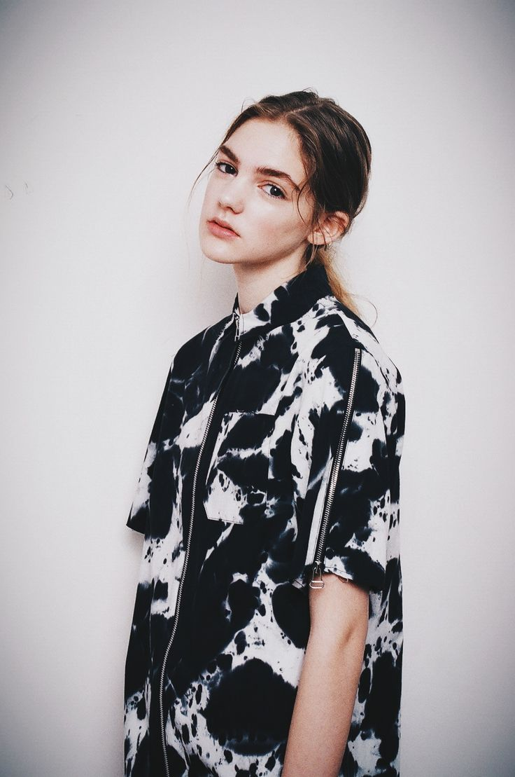 Black & white shirt with inky print; printed fashion details // Ph. Hannah Sider
