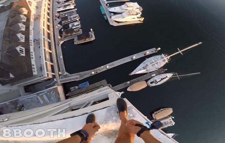 Картинка дня: прыжок в воду с 40-метрового здания снят на GoPro  «Главное — не пытайтесь это повторить, я профессионал», — написал автор видео.  Подробнее: http://bobr.by/news/kaleidoscope/137146.html