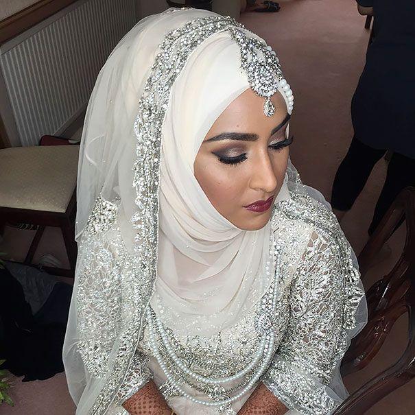 Relativ Les 25 meilleures idées de la catégorie Hijab de mariée sur  OZ04