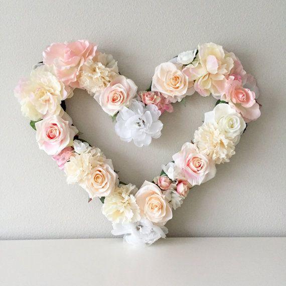 Deze prachtige aangepast 18 hoog floral hart. Het is perfect voor een bruids douche, bruiloft decor, babydouche, kinderdagverblijf inrichting, gepersonaliseerde gift, verjaardagsfeestje, foto shoot prop of vrouwenclub evenement! Elk stuk is gemaakt op 1/2 dik hout, dus het is een stevige, duurzame stuk voor u om voor altijd houden.  KLEUREN: U KIEST uw kleurenthema! ** Bij de aankoop, schrijf in het vak Opmerkingen aan verkoper het thema van de kleur van uw keuze. Voel je vrij om mij ber...