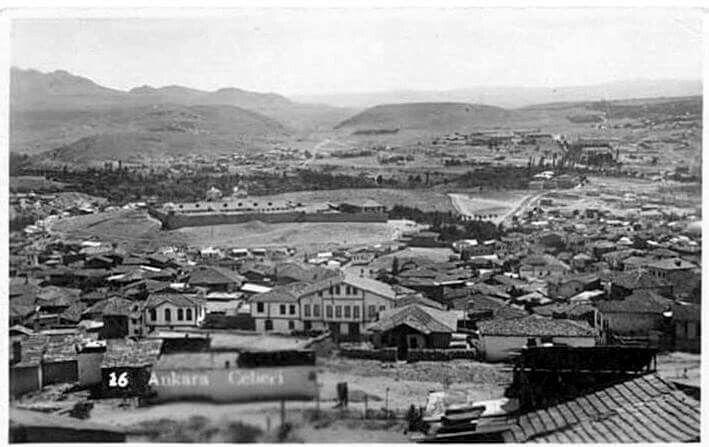 Ankara kalesinden Cebeci ( Avlulu yapı Ulucanlar ceza evi )